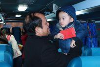 Người lao động lên xe Công đoàn về quê đón Tết Bính Thân