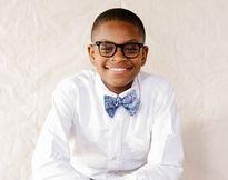 Cậu bé bán nơ nổi tiếng thế giới làm giàu từ năm 9 tuổi