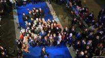 Dàn sao 'Zoolander 2' lập kỷ lục với gậy selfie dài nhất