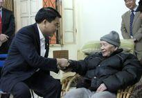 Chủ tịch UBND TP Hà Nội Nguyễn Đức Chung chúc Tết gia đình họa sỹ Nguyễn Tư Nghiêm