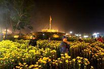 Huế: Đổ hoa xuân để về nhà kịp đón giao thừa