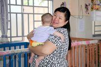Tuyền Mập bầu 8 tháng vẫn đi từ thiện