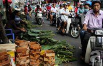 Nhộn nhịp phiên chợ lá dong họp suốt ngày đêm dịp cận Tết ở Sài Gòn