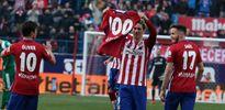Torres tặng quà ân nhân sau khi ghi bàn thắng lịch sử cho Atletico Madrid