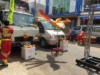 Tiền Giang: chặn đường để múa lân và… cúng xe