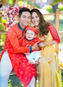 Gia đình Khánh Thi rạng rỡ diện áo dài du xuân