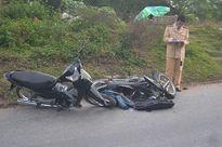 Hai xe máy đâm nhau, một cháu bé nguy kịch