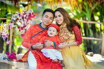 Con trai Khánh Thi - Phan Hiển du xuân cùng bố mẹ
