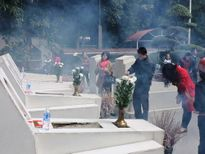 Hàng ngàn người đến với Ngã Ba Đồng Lộc