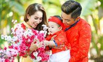 Khánh Thi - Phan Hiển đưa con trai nhỏ du xuân đầu năm