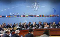"""Nga """"xây xẩm"""" vì đòn giáng choáng váng của NATO"""