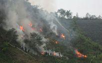 Lào Cai: Chưa khống chế được lửa trên rừng Hoàng Liên