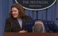 Tướng không quân Mỹ đột quỵ trong buổi họp báo của Lầu Năm Góc