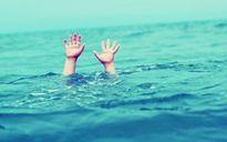 Tắm biển khiến 2 cháu nhỏ chết đuối, người ông nguy kịch