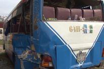 Ô tô khách đâm nhau, 13 người thương vong