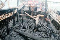 Tàu câu mực hơn 3 tỷ đồng bốc cháy dữ dội