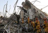 Xúc động trước cặp đôi chết vẫn ôm lấy nhau trong vụ động đất