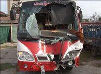 Bàng hoàng xe khách tông nhau, 13 người thương vong