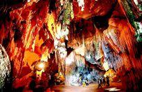 Chiêm ngưỡng vẻ đẹp lộng lẫy của hang Bua