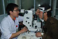 300 người dân được khám sàng lọc mắt miễn phí