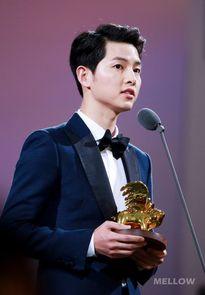 K-pop: Song Joong Ki giành giải thưởng danh giá nhất SIA 2016