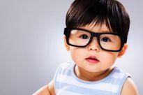 Bé 4 tháng tuổi mỉm cười lần đầu tiên vì được nhìn thấy cha mẹ
