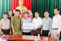 Hội Đồng hương Hà Tĩnh tại Hà Nội trao 5 tấn gạo hỗ trợ ngư dân Kỳ Anh