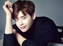 Sau loạt sao Hàn hạng A, YG Entertainment có thêm Lee Jong Suk