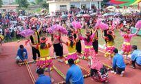 'Chợ tình' của người Dao Thanh Phán trong ngày 'kiêng gió'