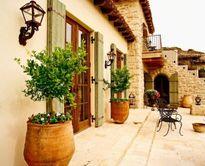 Những cách trang trí hiên nhà ấn tượng bằng cây cối hoa cỏ