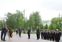 Thủ tướng đặt vòng hoa tưởng niệm các chiến sĩ vô danh