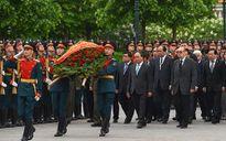 Thủ tướng Nguyễn Xuân Phúc vào Lăng viếng Lenin