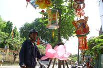 Lung linh lồng đèn mùa Phật đản