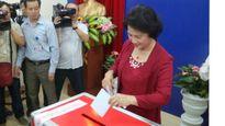 Bà Nguyễn Thị Kim Ngân và nhiều lãnh đạo bỏ phiếu ở quận Ba Đình