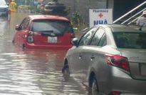 Hà Nội ngập sâu, giao thông hỗn loạn sau mưa lớn