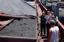 Tàu chở hơn 3 ngàn tấn than không rõ nguồn gốc