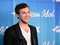 Quán quân American Idol mùa 11 bị nhà sản xuất kiện