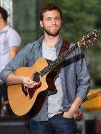 Quán quân American Idol bị công ty quản lý kiện 6 triệu USD