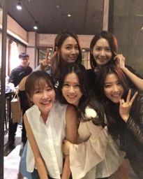 """YoonA (SNSD) """"hẹn hò"""" với loạt đàn chị mỹ nhân"""