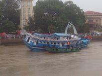 Giải cứu thành công tàu mắc kẹt ra khỏi cầu ở Bình Thuận