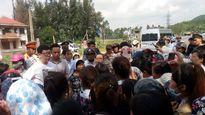Vụ dân chặn xe buộc công nhân 'ở trọ tù' ở Nghệ An: Cả hai đều khổ