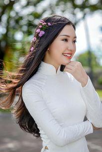 'Nàng thơ xứ Huế' lại gây sốt khi diện áo dài trắng