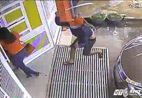 Côn đồ vác dao vào tận nhà dân truy sát