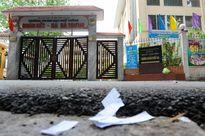 Tài liệu rải trước cổng trường sau giờ thi Sử
