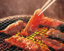 Mát trời làm món thịt lợn nướng mật ong thong dong thưởng thức