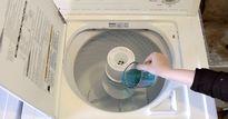 Đổ nước súc miệng vào máy giặt, mẹo hay thế này mà bạn không hề biết