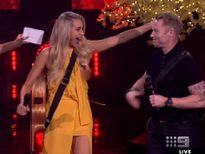 Thí sinh The Voice Australia lộ nguyên một bên ngực trên truyền hình