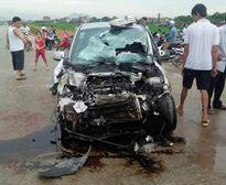 Vĩnh Phúc: Xe buýt va chạm taxi, hàng chục người bị thương
