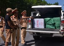 Thuê ôtô chở hàng ngàn bao thuốc lá lậu để nhận tiền lời