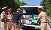 Chở 7.500 gói thuốc lá Jet lậu, tài xế quyết cản kiểm tra